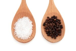 Молотые соль и перец